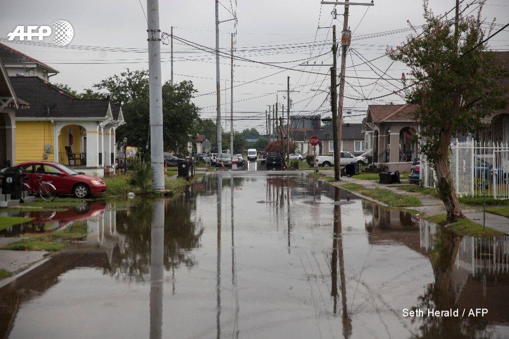 La Nouvelle-Orléans, inondée, redoute un ouragan pour ce week-end