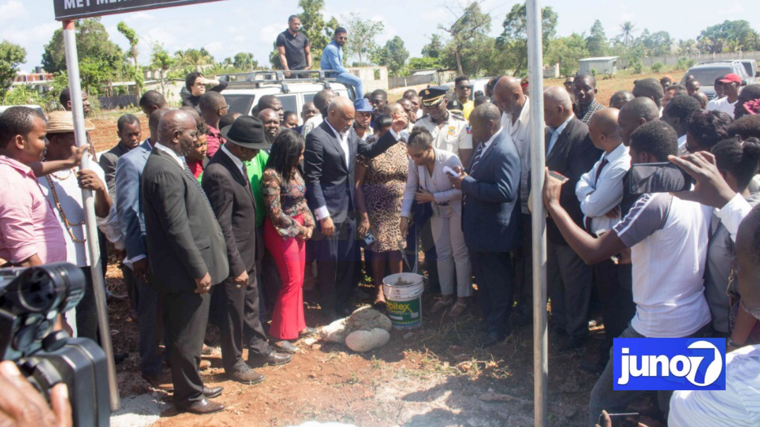 Eric Jean-Baptiste, pause première pierre pour la construction Faculté de Droit de Jacmel