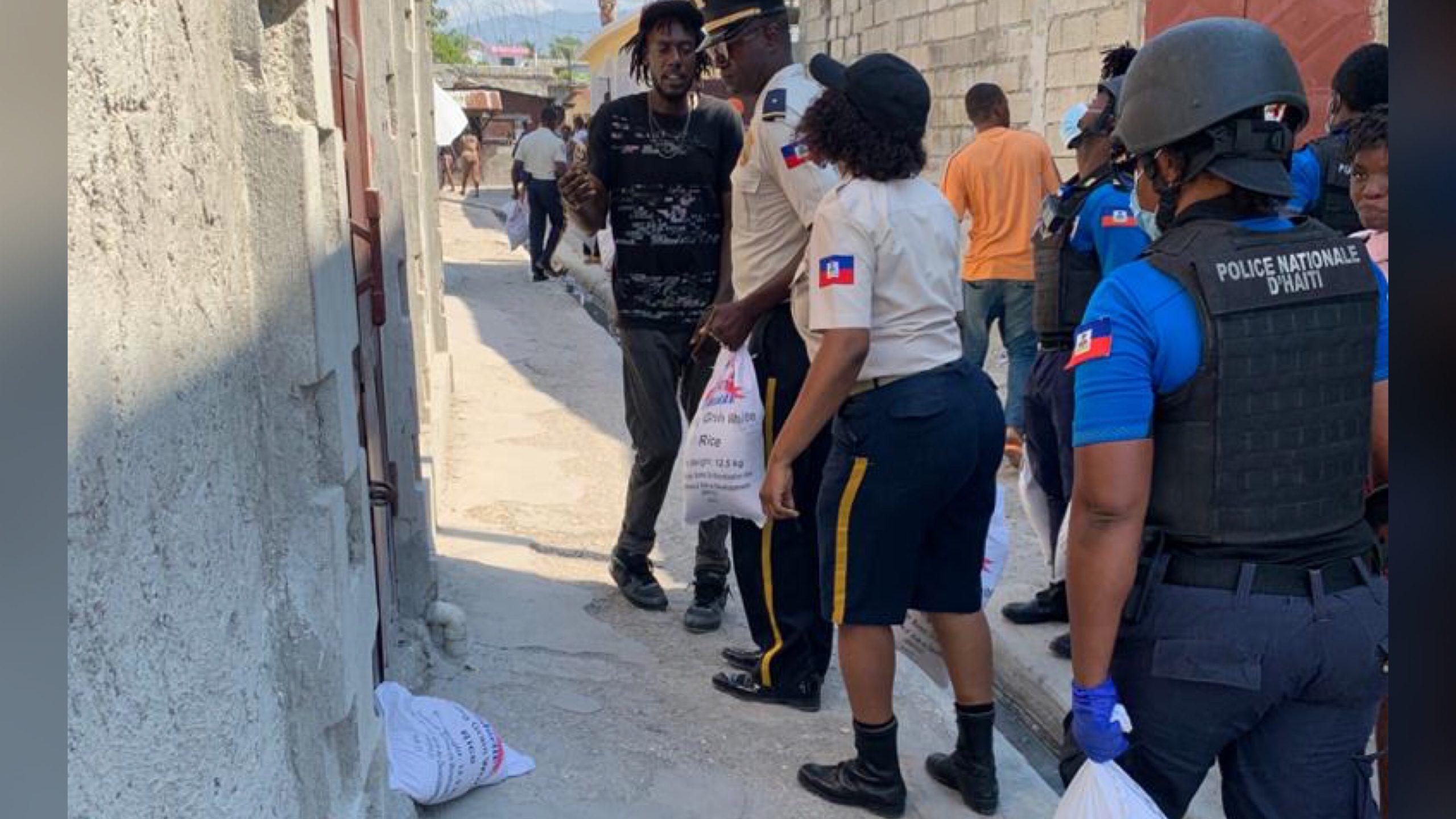 La PNH a sécurisé la distribution de kits alimentaires à Tabarre