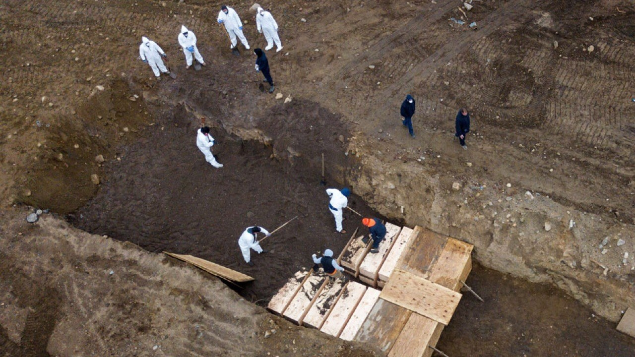 COVID-19: 2108 morts aux États-Unis en 24 heures, pire bilan dans le monde