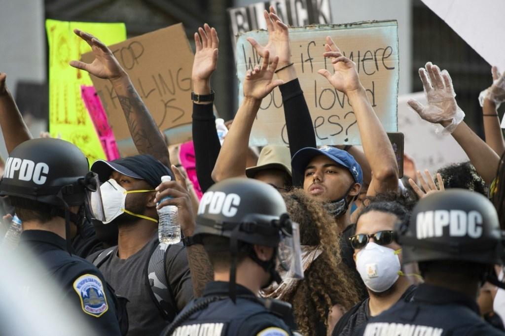 la-police-americaine-est-elle-raciste-?-les-democrates-veulent-agir
