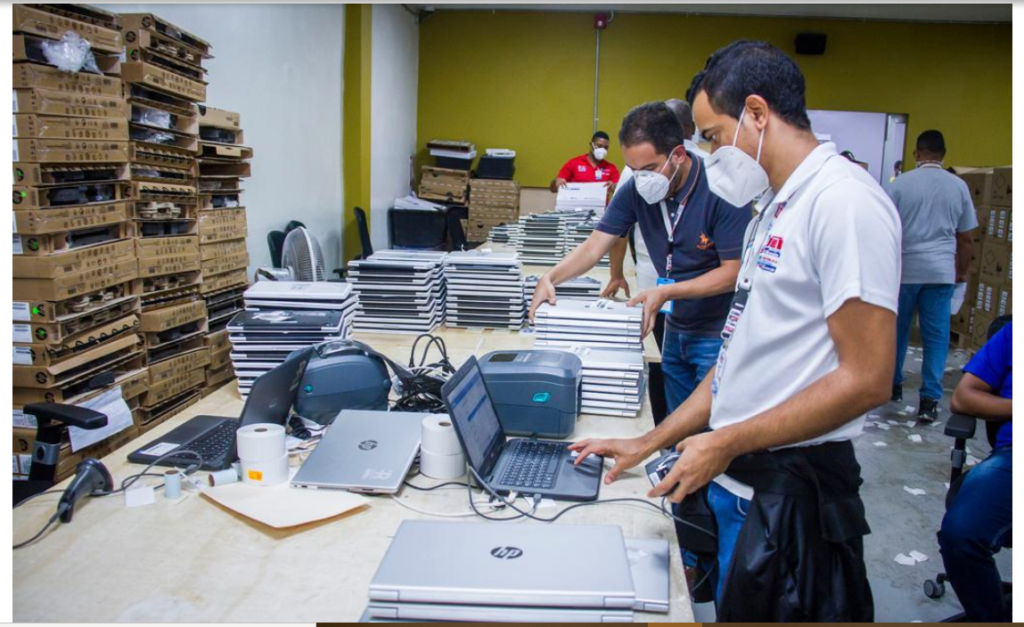 rd|education-a-distance-–-le-conseil-electoral-dominicain-fait-don-de-9-000-laptops-au-ministere-de-l'education-nationale