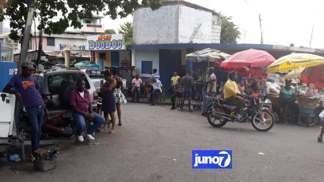 A Port-au Prince, le dollar s'achète par endroit à 70 ou 80 gourdes et se vend à 90 gourdes