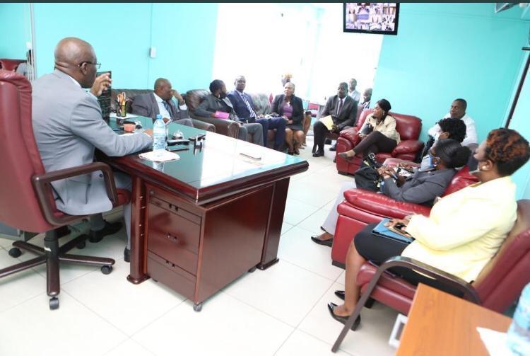 joseph-jouthe-s'entretient-avec-les-membres-du-cep,-leur-offre-le-soutien-de-son-gouvernement
